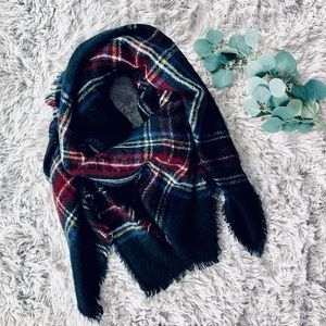 🌿 Black Plaid Blanket Scarf 🌿